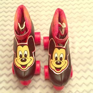 Mickey Mouse skates Sz 12